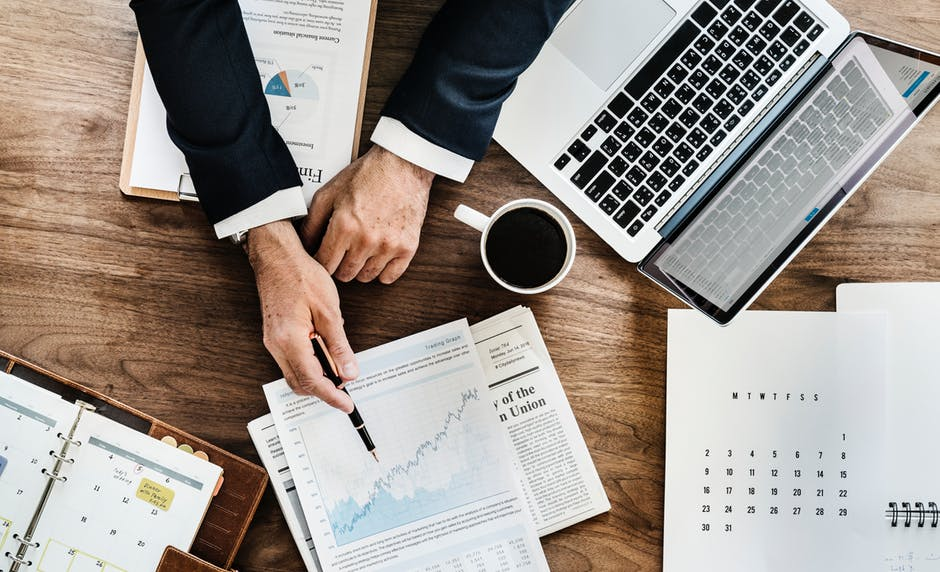 5 Things to Consider For Choosing an Ideal Financial Advisor